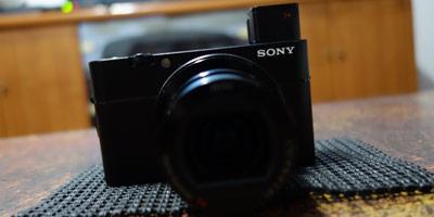 對焦和防震又再提升一個檔次的類單眼隨身相機-SonyRX100V